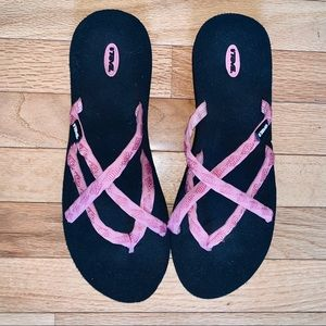 TEVA PINK AND BLACK STRAPPY SANDALS SIZE 11
